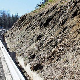 Hodnocení skalního řícení a jeho sanace na silnici I/44 Červenohorské sedlo