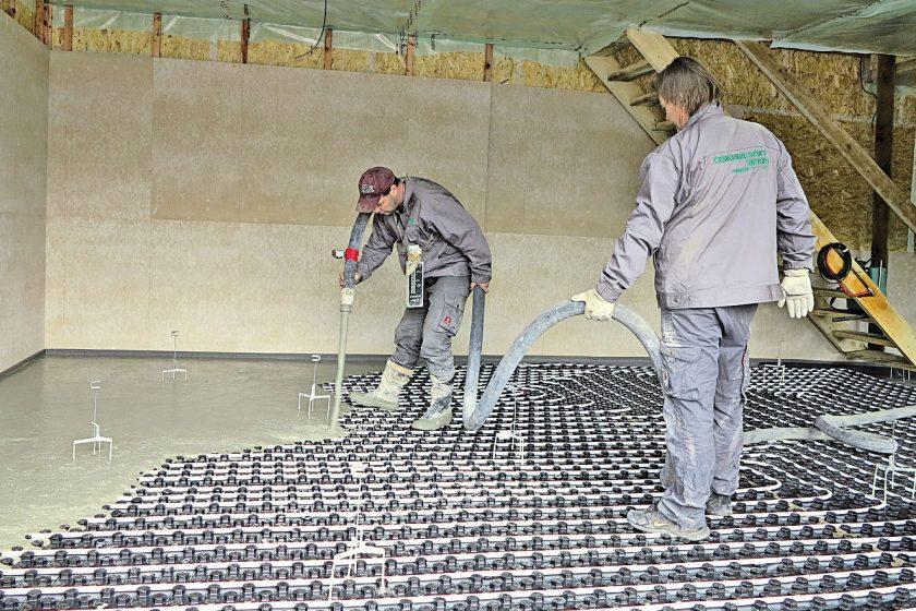 Pokládka lité podlahy s využitím cementového litého potěru
