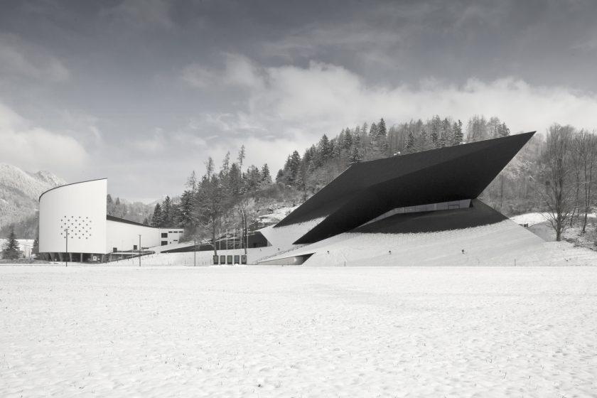 Impozantní koncertní síň uprostřed Alp