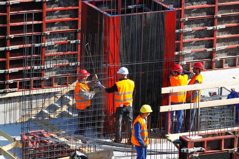 Zadlužení firem, které staví budovy, přesahuje 60 procent