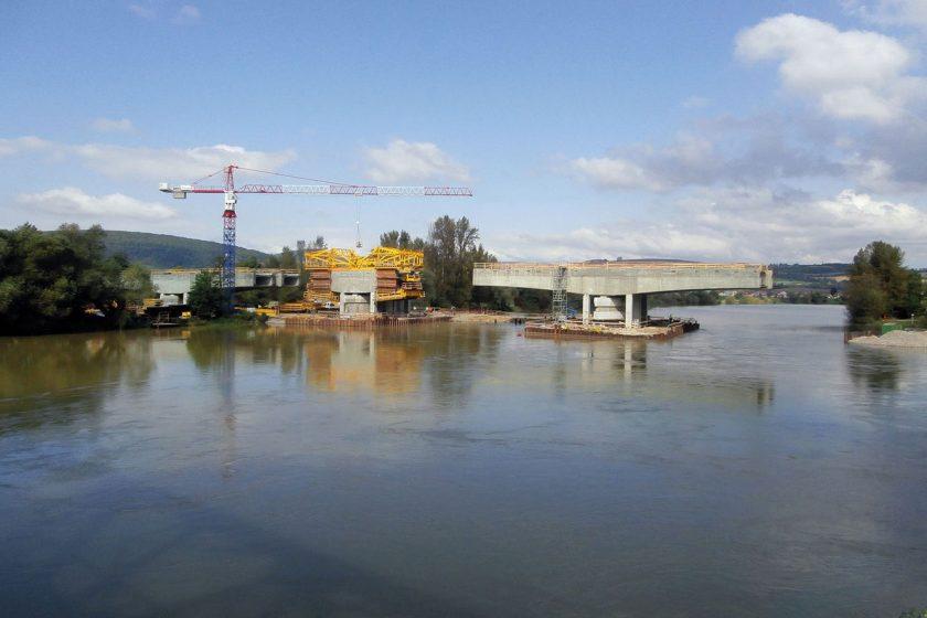 Nový železniční most přes Váh – předpínání nosné konstrukce