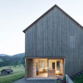 I moderní rodinný dům zapadá do venkovské zástavby