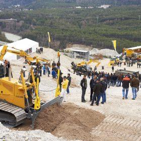Liebherr představuje aktuální stavební stroje na RoadShow 2015