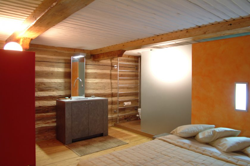 Koupelna ve starém roubeném domě