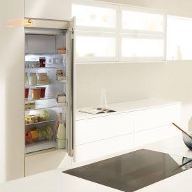 SERVO-DRIVE flex firmy Blum, pro bezúchytkové řešení lednic