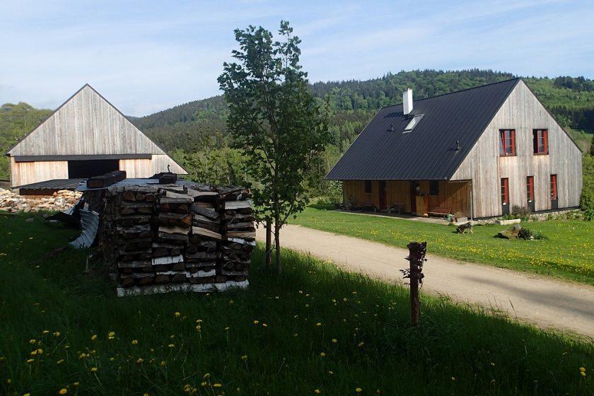 Zrcadlové domy na šumavských loukách od Aleny Šrámkové