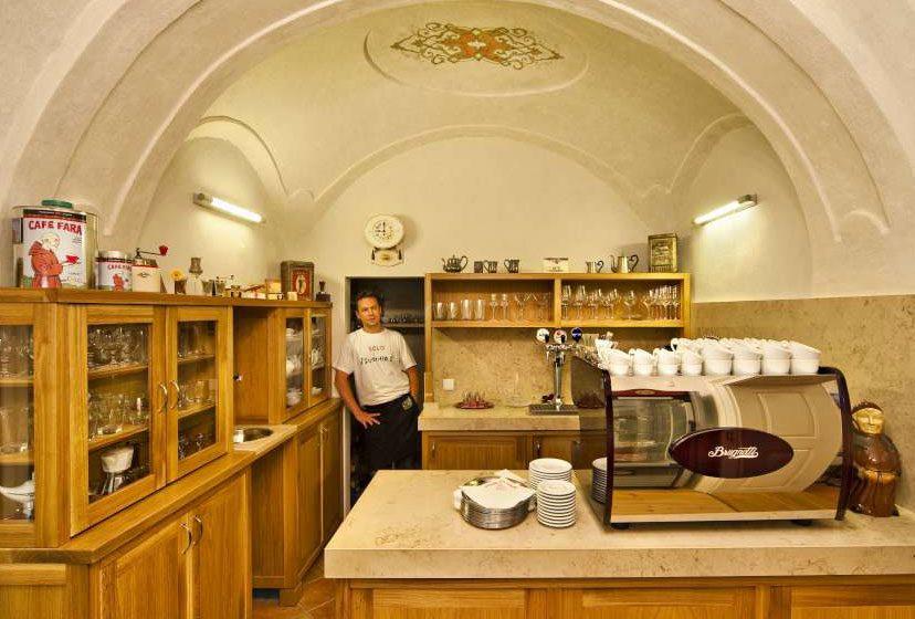 Barokní fara s vůní kávy – Café fara