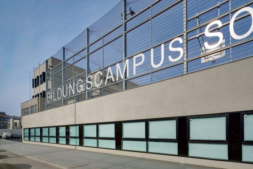 Nová škola ve Vídni sunikátní dlažbou