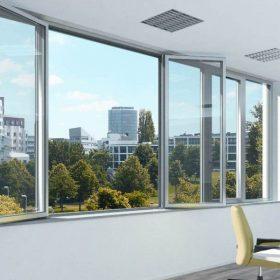 Nová generace okenního kování s úhlem otevření 180° a intuitivní montáží