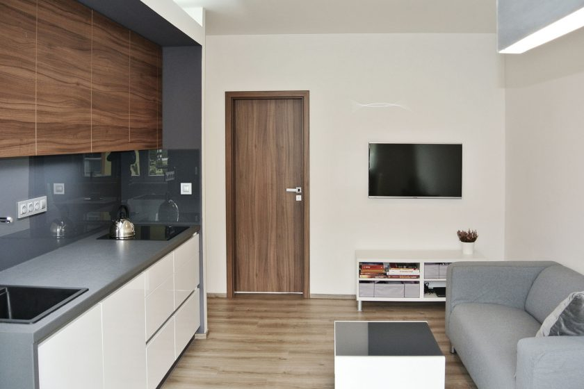 Rošáda smístnostmi panelového bytu