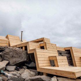Studenti architekury navrhli a zrealizovali terasovou saunu svých snů