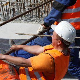 České stavebnictví táhnou evropské fondy, tvrdí analytici