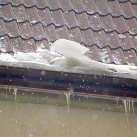 Poruchy střech v důsledku vadně navržených a vadně opracovaných prostupů střešní rovinou