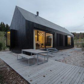Zahradní domek kopíruje tradiční venkovské stavení