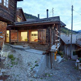 Znenápadné dřevěnice udělali okouzlující víkendový dům