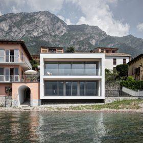 Širokoúhlý pohled na italské jezero Como