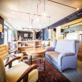 Interiér kavárny Pražírna Kyjov