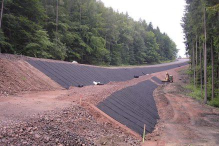 Jak si vytvořit prostor při výstavbě silnic i pozemních staveb s pomocí geosyntetik?
