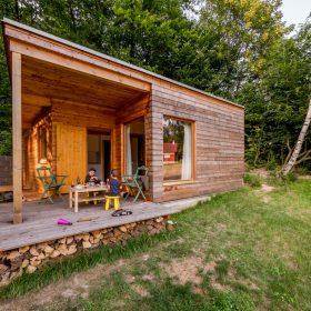 Dřevostavbu lze realizovat na místě bez elektřiny
