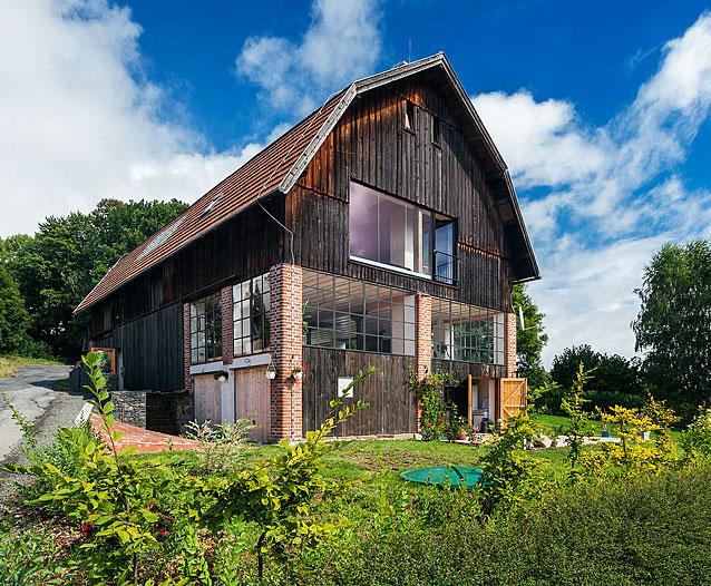 Jak se dá přestavět stodola na příjemné a také komfortní bydlení
