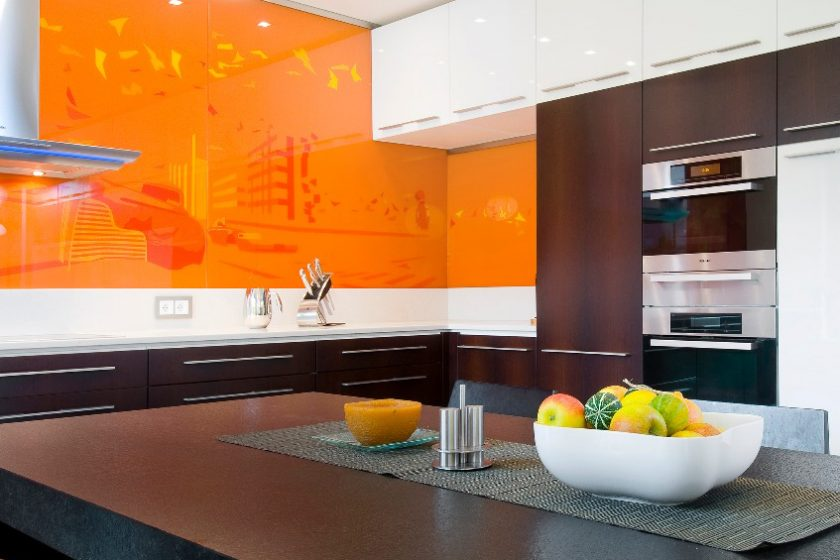 Interiér téměř pomerančový