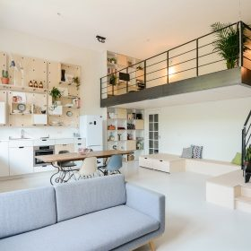 Budova školy se proměnila v loftové bydlení snů