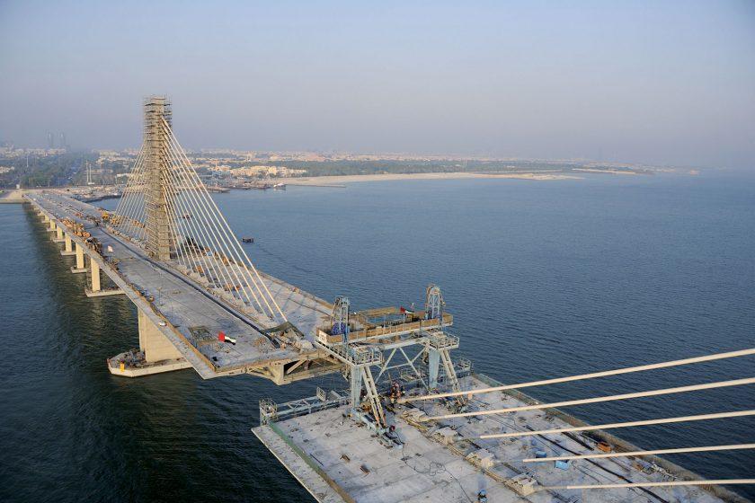 Sedla a tlumiče kmitání mostních závěsů
