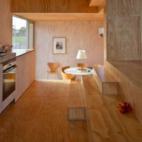 Dřevěný dům jako nekonečné schody
