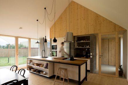Dům ze dřeva a betonu