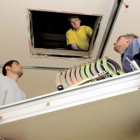 Montážní postup: Stahovací půdní schody
