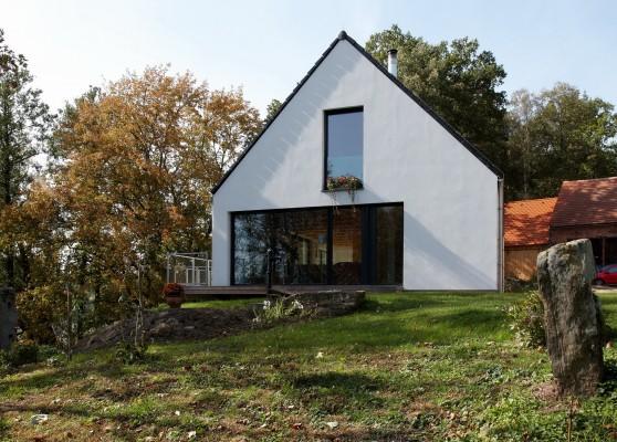 Moderní dům vychází z původní stodoly