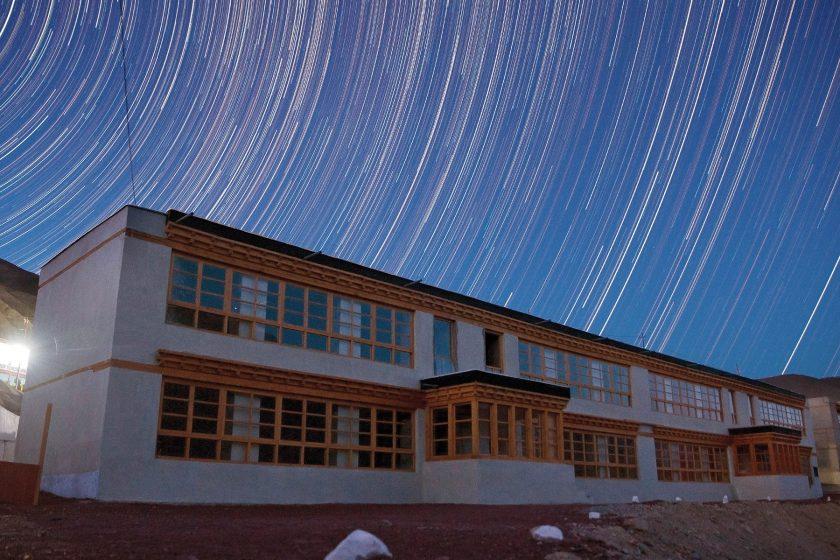 Ekologický a soběstačný kampus školy v Himalájích