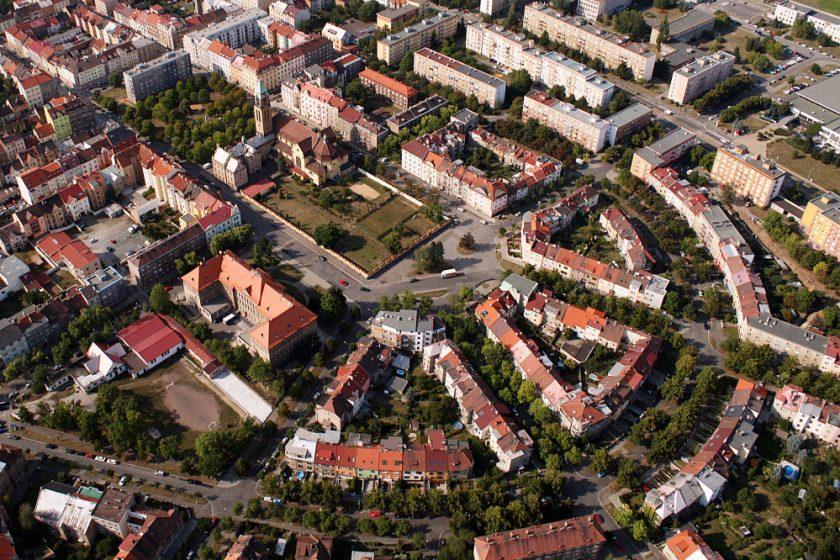 VEŘEJNÁ ARCHITEKTONICKÁ SOUTĚŽ NA OBNOVU JIRÁSKOVA NÁMĚSTÍ A KLÁŠTERNÍ ZAHRADY V PLZNI