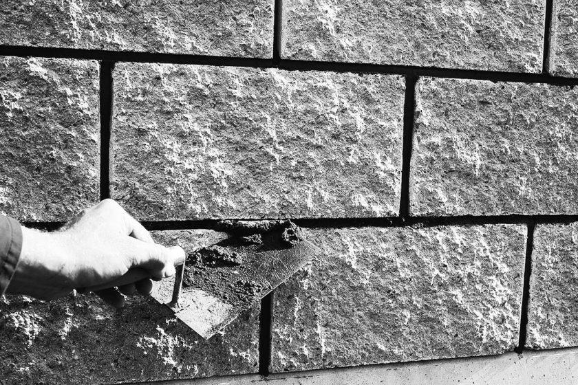 Hlavní zásady pro práci s betonovými tvárnicemi, zdění a spárovaní