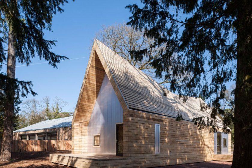 Dřevěný dům v arboretu