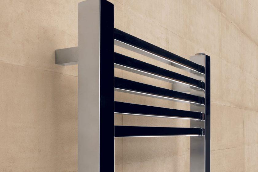 Elegantní chromované koupelnové radiátory skladem pro okamžité dodání