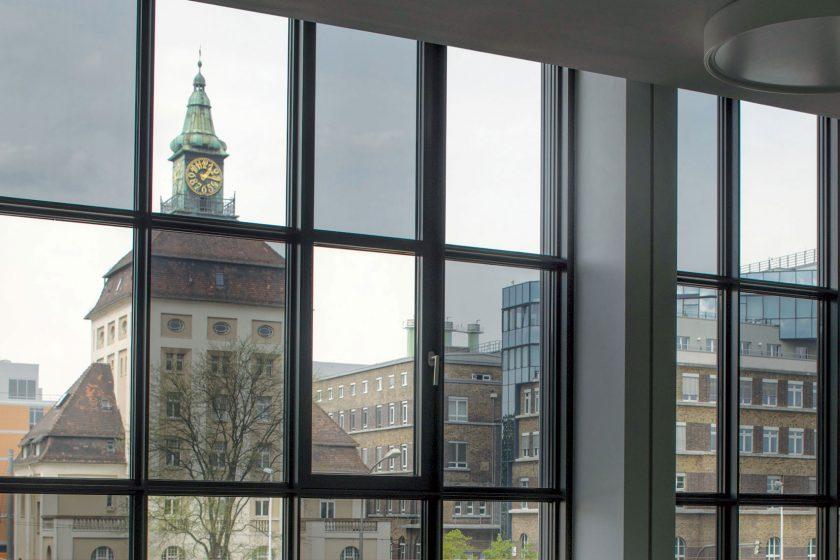 Moderní skleněné fasády: nechybí klimatizace a výroba elektřiny