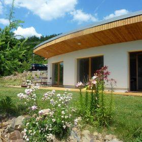 Pasivní dům s tváří nastavenou slunci