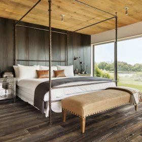Dřevěné podlahy jako dekorativní obklad stěn a stropů