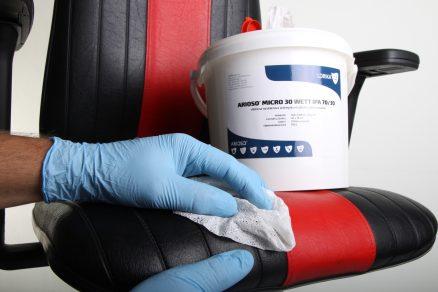 Nové průmyslové utěrky z mikrovlákna firmy Lorika CZ vyčistí nejjemnější materiály beze stop