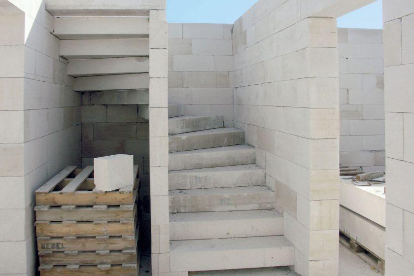 Masivní schodiště na míru