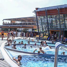 Jihomoravský aquapark má prosklenou hliníkovou fasádu Schüco