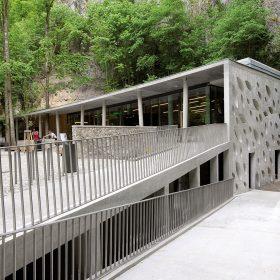 Vstupní budova Punkevních jeskyní