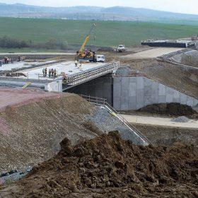 Navrhování a výstavba konstrukčních systémů opěrných zdí a strmých svahů