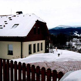 Ochrana chodníků, schodů a okapů před sněhem a ledem pomocí elektrických topných prvků