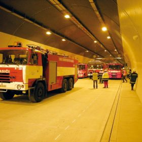 Bezdrátové komunikační systémy pro lokalizaci osob a předmětů v tunelech a rozsáhlých stavbách