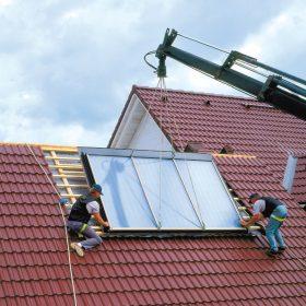 Montáž solárního kolektoru na střechu