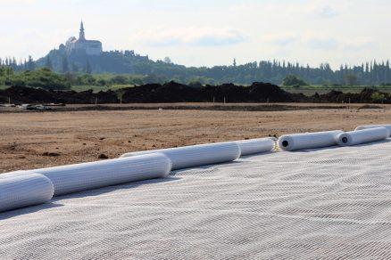 Použití geosyntetik pro zlepšování únosnosti podloží a konstrukčních vrstev silničních a inženýrských staveb
