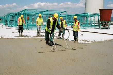 Realizace konstrukce ploché střechy do spádu