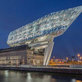 Diamantová loď v Antverpách se speciální fasádní konstrukcí Schüco